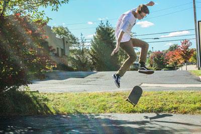 Sophomore pursues skateboarding, videography online