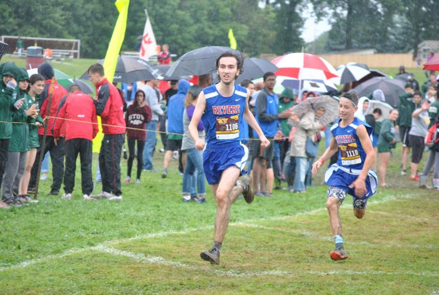 Men's cross country team improves record
